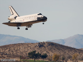 Shuttle Endeavour aterriza en la base aérea de California